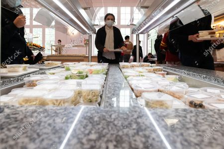 Barbara Pompili and Frederique Vidal visit the university restaurant of the Cite internationale universitaire de Paris to exchange on the obligation to offer a daily vegetarian option in the canteens of the state, including the universities, which offer several menus.