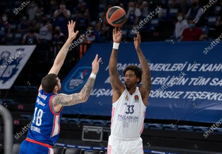 Real Madrid's Trey Thompkins (R) in action against Anadolu Efes' Adrien Moerman (L) during the Euroleague basketball playoff match between Anadolu Efes and Real Madrid in Istanbul, Turkey 04 May 2021.