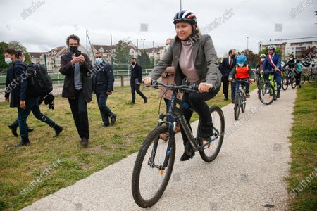 """Editorial photo of Pompili and Maracineanu attend the """"Know How to Ride a Velo"""" Training, Yvelines, France - 04 May 2021"""