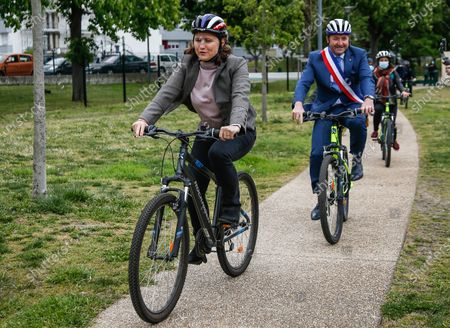 """Roxana Maracineanu, Minister of Sports, participates in the """"Savoir Rouler a Velo"""" training of the Nelson Mandela primary school of Poissy in the Yvelines with Karl Olive, Mayor of Poissy"""