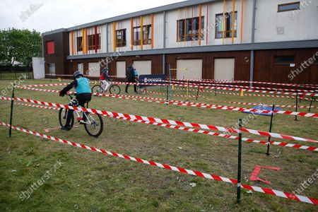 """Barbara Pompili, Minister of Ecological Transition and Roxana Maracineanu, Minister of Sports, attend the """"Know Roll a Velo"""" training of Nelson Mandela de Poissy primary school in the Yvelines"""