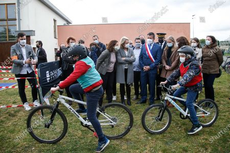 """Barbara Pompili, Minister of Ecological Transition and Roxana Maracineanu, Minister of Sports, attend the """"Know Roll a Velo"""" training of the school Nelson Mandela de Poissy in the Yvelines in the presence of Karl Olive, Mayor of Poissy, Charline Avenel, Rector of the Académie de Versailles, Jews, han-Eric Winckler, Sous-Prefet de Saint-Germain-en-Laye and the partners of the Savoir Rouler a Velo"""