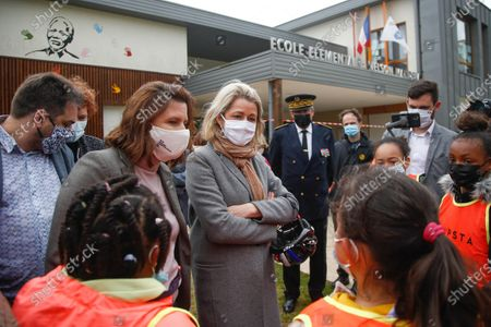 """Barbara Pompili, Minister of Ecological Transition and Roxana Maracineanu, Minister of Sports, discuss with the students during the """"Know Roll a Velo"""" training of the school Nelson Mandela de Poissy in the Yvelines, FRANCE - 04/05/2021."""