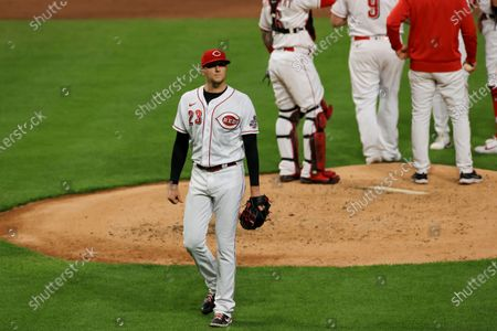 Cincinnati Reds' Jeff Hoffman walks to the dugout after he is removed from the game during the third inning of a baseball game against the Chicago White Sox in Cincinnati