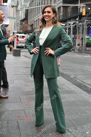 Jessica Alba, founder of The Honest Company, Inc. (Nasdaq: HNST), rings the opening bell at the NASDAQ Marketsite in New York.