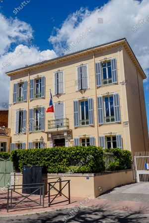 "Hollywood actor George Clooney and his wife Amal will become owners of the domain of Canadel in Brignole, Var south of France, This purchase is confirmed by the mayor of the town, should take place ""before May 10"". The American actor and the Lebanese-British lawyer will be eligible owners of an 18th century Provencal country house, estimated at more than nine million euros in 2013. Now owned by a couple of Australians, the estate covers 172 hectares of land and includes ""a ProvenÁ§al country house of 900 m², on three floors, but also a house for the caretaker, a swimming pool, a lake, formal gardens, a tennis court and a pÀ tanque court"", details France Bleu. The places also include ""several hundred olive trees and a 10 hectare vineyard"". According to the mayor of Brignoles, Didier Bremond, ""George Clooney came above all seek tranquility and not necessarily a wide wine domain. they bought this property to come and rest"".  On May 5th, 2021, Brignole, Var, FRANCE Hollywood actor George Clooney and his wife Amal will become owners of the domain of Canadel in Brignole, Var south of France."