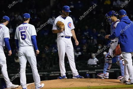 Stock Photo of Chicago Cubs relief pitcher Kyle Ryan, center, reacts as he waits for manager David Ross, right, during the sixth inning of a baseball game against the Los Angeles Dodgers in Chicago