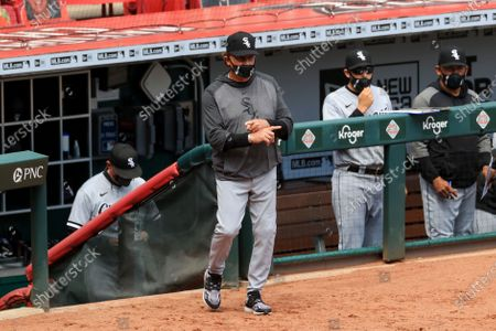 Chicago White Sox Tony La Russa signals as he takes the field during the ninth inning of a baseball game in Cincinnati, . The Reds won 1-0