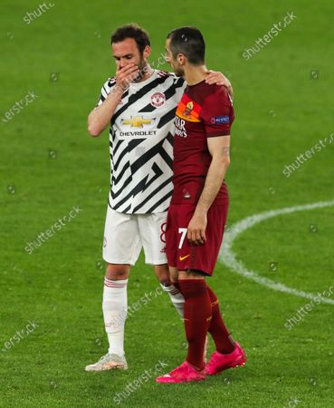 Juan Mata of Manchester United and Henrikh Mkhitaryan of Roma at the end of the game