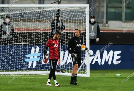 Manchester United goalkeeper David De Gea and coach Craig Mawson during the warm up