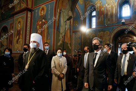 Secretary of State Antony Blinken, second right, accompanied by the Head of the Independent Ukrainian Church Metropolitan Epiphanius, foreground left, visits the Mikhailovsky Zlatoverkhy Cathedral (St. Michael's Golden-Domed Cathedral) in Kyiv, Ukraine