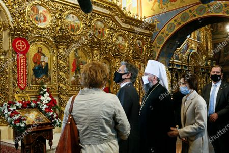 Secretary of State Antony Blinken, center, accompanied by the Head of the Independent Ukrainian Church Metropolitan Epiphanius, center right, visits the Mikhailovsky Zlatoverkhy Cathedral (St. Michael's Golden-Domed Cathedral) in Kyiv, Ukraine