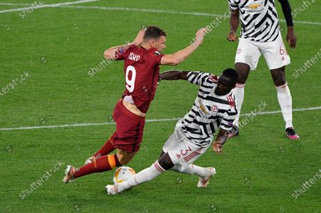 Eric Bailly of Manchester United and Edin Dzeko of AS Roma seen in action