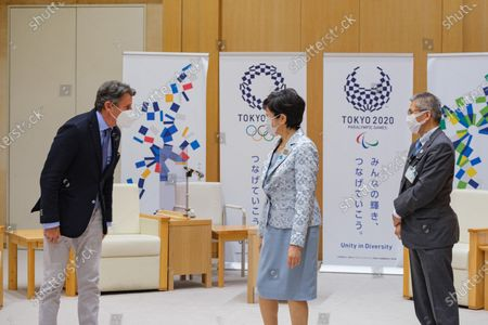 Lord Sebastian Coe President of World Athletics (L) Greets and Tokyo Governor Yuriko Koike (C) before a meeting