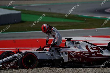 Ausritt von Testfahrer Robert Kubica (POL#88), Alfa Romeo Racing ORLEN ins Kiesbett in der neuen Kurve 10, Kubica muss das Training aufgeben.