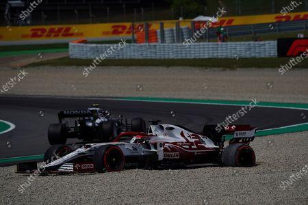 Ausritt von Testfahrer Robert Kubica (POL#88), Alfa Romeo Racing ORLEN ins Kiesbett in der neuen Kurve 10.
