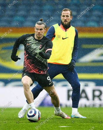Gareth Bale and Harry Kane of Tottenham Hotspur warm up ahead of the game