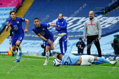 Hakim Ziyech of Chelsea escapes the sliding tackle of Joao Cancelo of Manchester City