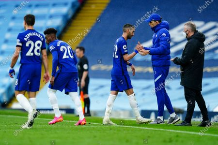 Goalscorer Hakim Ziyech of Chelsea shakes hands with Chelsea Manager Thomas Tuchel as he is substituted off and replaced by Callum Hudson-Odoi of Chelsea