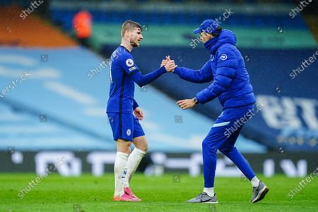 Timo Werner of Chelsea shakes hands with Chelsea Manager Thomas Tuchel at full-time