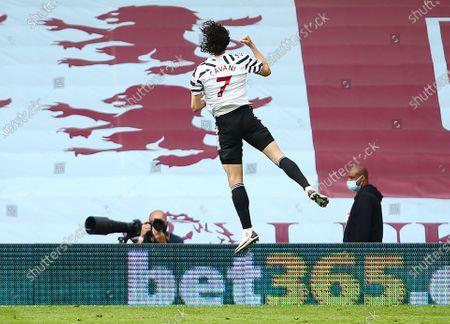 Edinson Cavani of Manchester United celebrates scoring a goal to make it 1-3