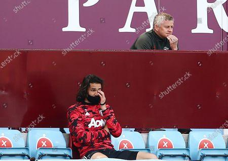 Manchester United manager Ole Gunnar Solskjaer looks thoughtful behind Edinson Cavani