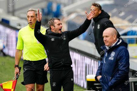 Nathan Jones Luton Town Manager celebrates as Kieran Dewsbury-Hall of Luton Town scores a goal to make it 1-1
