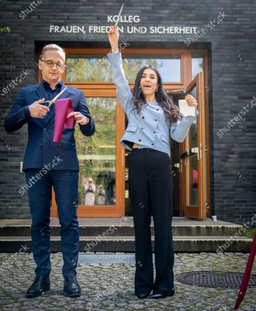 """Foreign Minister Heiko Maas and the Iraqi human rights activist and Nobel Peace Prize laureate Nadia Murad symbolically open the College """"Women, Peace and Security"""" at the Foreign Service Academy in Berlin-Tegel, Germany"""