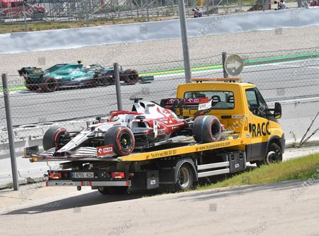 The damaged car of Test driver Robert Kubica (POL#88), Alfa Romeo Racing ORLEN, will be returned to the driver's cab with a tow truck.