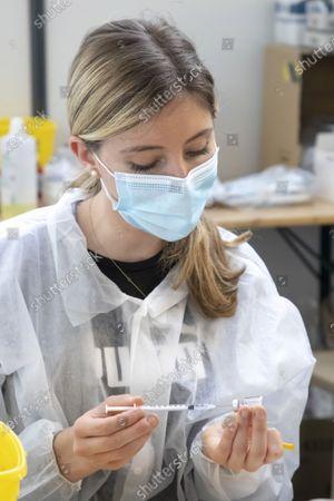 Preparation vaccine Covid (syringe and dose), Center de Vaccination du Palais des Expositions, Nice