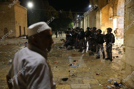 Police clash with Palestinians at Al-Aqsa Mosque, Jerusalem