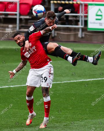 Sergi Canos of Brentford heads the ball whilst being challenged by Danny Simpson of Bristol City- Mandatory by-line: Will Cooper/JMP