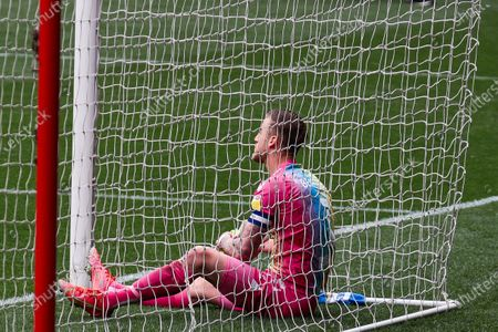 Daniel Bentley of Bristol City looks dejected after the final whistle- Mandatory by-line: Will Cooper/JMP