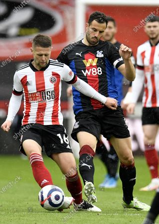 Oliver Norwood (L) of Sheffield in action against Luka Milivojevic (R) of Crystal Palace during the English Premier League soccer match between Sheffield United and Crystal Palace in Sheffield, Britain, 08 May 2021.