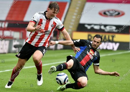 Sander Berge (L) of Sheffield in action against Luka Milivojevic (R) of Crystal Palace during the English Premier League soccer match between Sheffield United and Crystal Palace in Sheffield, Britain, 08 May 2021.