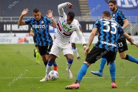 Sampdoria's Keita Balde, center, fights for the ball with Inter Milan's Alexis Sanchez, left, and Inter Milan's Danilo D'Ambrosio during a Serie A soccer match between Inter Milan and Sampdoria, at Milan's San Siro stadium
