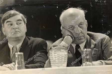 Edward Hugh John Neale Dalton The Right Honourable The Lord Dalton (chancellor Of The Duchy Of Lancaster Chancellor Of The Exchequer) Died 13/02/1962 At The Age Of 75. Baron Dalton Is Seen With Aneurin Bevan At The Labour Party Conference At Margate.