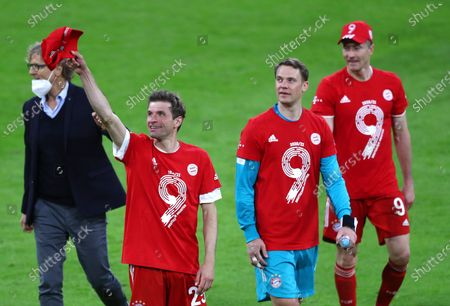 Bayern's Robert Lewandowski, right, Bayern's Thomas Mueller, left, and Bayern's goalkeeper Manuel Neuer celebrate at the end of the German Bundesliga soccer match between Bayern Munich and Borussia Moenchengladbach at the Allianz Arena stadium in Munich, Germany