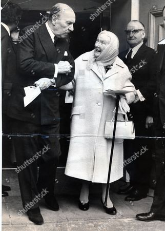 Actress Dame Sybil Thorndike Leaves St.paul's Church With Sir Ralph Richardson After The Servive