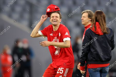 Thomas Mueller of FC Bayern Muenchen celebrates winning the Bundesliga title after the Bundesliga match between FC Bayern Muenchen and Borussia Moenchengladbach at Allianz Arena in Munich, Germany, 08 May 2021.