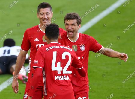 Bayern's Thomas Mueller (R) celebrates his 2-0 goal during  the German Bundesliga soccer match between FC Bayern Munich and Borussia Moenchengladbach in Munich, Germany, 08 May 2021.