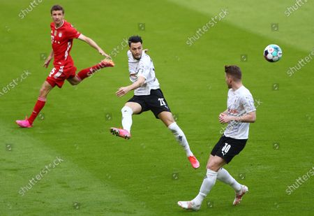 (L-R) Bayern's Thomas Mueller, Moenchengladbach's Ramy Bensebaini and Moenchengladbach's Nico Elvedi  during the German Bundesliga soccer match between FC Bayern Munich and Borussia Moenchengladbach in Munich, Germany, 08 May 2021.