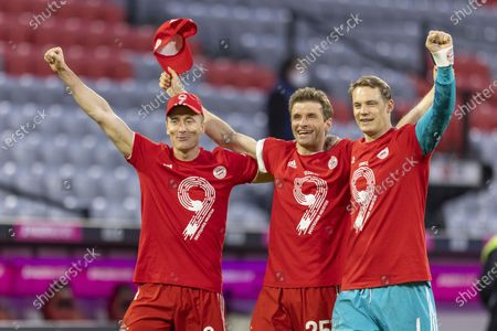 Final jubilation: Robert Lewandowski (Munich), Thomas Müller (Munich), goalkeeper Manuel Neuer (Munich)
