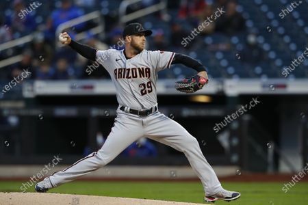 Arizona Diamondbacks starting pitcher Merril Kelly throws to a New York Mets batter during the first inning of a baseball game, in New York