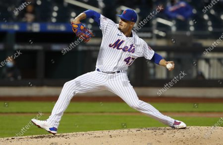New York Mets starting pitcher Joey Lucchesi throws to an Arizona Diamondbacks batter during the third inning of a baseball game, in New York