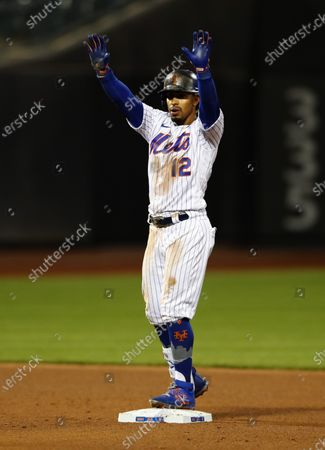 New York Mets' Francisco Lindor gestures after hitting a double against the Arizona Diamondbacks during the fifth inning of a baseball game, in New York