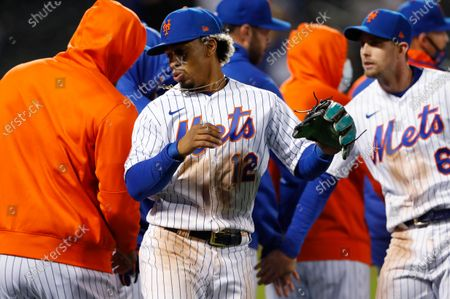 New York Mets shortstop Francisco Lindor (12) celebrates with teammates after their win over the Arizona Diamondbacks in a baseball game, in New York