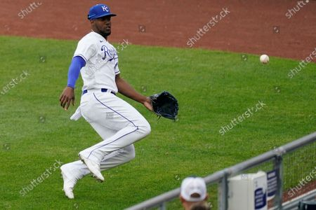 Kansas City Royals right fielder Jorge Soler chases after an RBI triple hit by Chicago White Sox's Leury Garcia during the first inning of a baseball game, in Kansas City, Mo