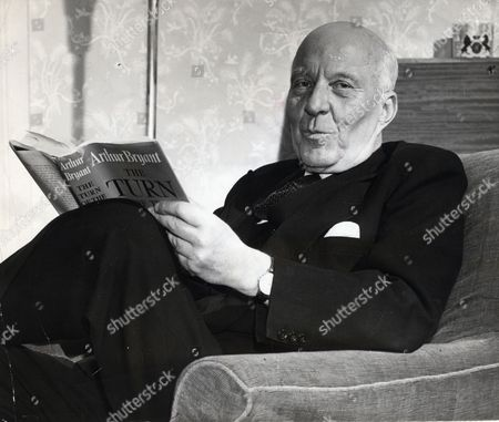 Edward Hugh John Neale Dalton The Right Honourable The Lord Dalton (chancellor Of The Duchy Of Lancaster Chancellor Of The Exchequer) Died 13/02/1962 At The Age Of 75. Baron Dalton Is Seen Reading His Book.