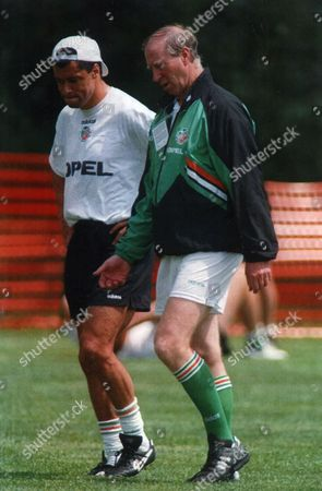 Republic Of Ireland Manager Jack Charlton Talks To Paul Mcgrath During Republic Of Ireland Training Session In New Jersey 1994 Fifa Football World Cup In United States Of America (usa) . Rexmailpix.